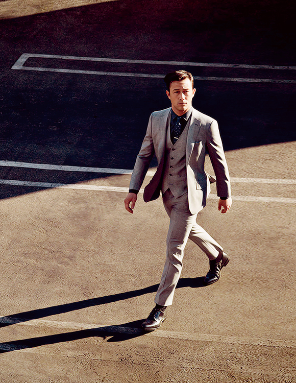 Joseph Gordon-Levitt, Robin in day-off Suit