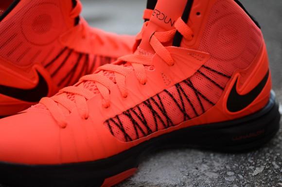 black-sole-nike-hyperdunk-plus-bright-crimson-basketball-shoes