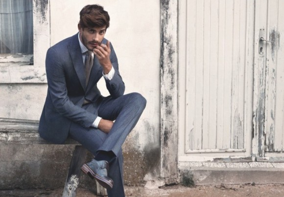 grey-blue-suit-to-match-shoes-knitted-tie-
