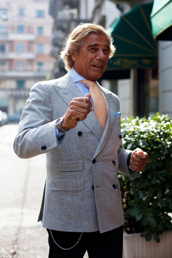 well-dressed-italian-man-pocket-chain-suit-jacket-blue-linen-lino-ieluzzi