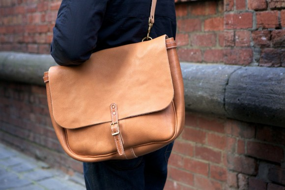 Yukente 2012 collection Mailman bag natural leather