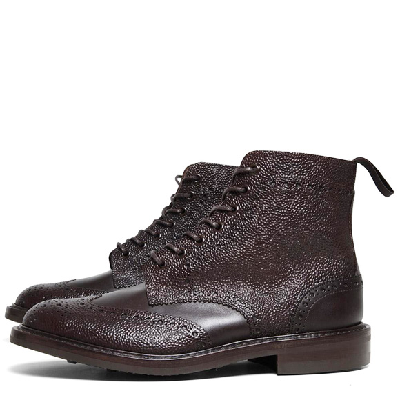 pebbled-leather-smooth-leather-mix-sophnet-trickers-wing-tip-boots