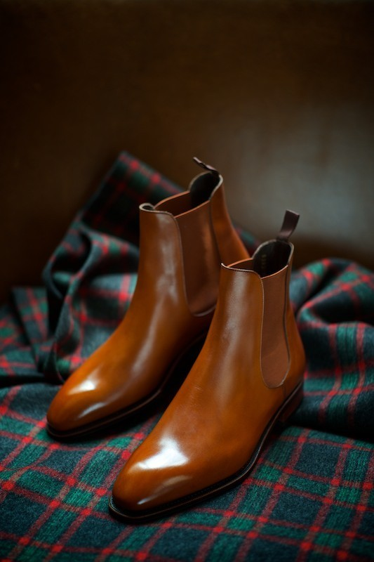 Polished Chelsea Boots In Glistening Tan Soletopia