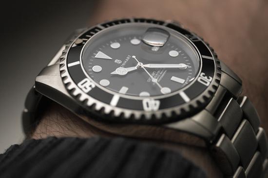 Sparkling Rolex black dial style