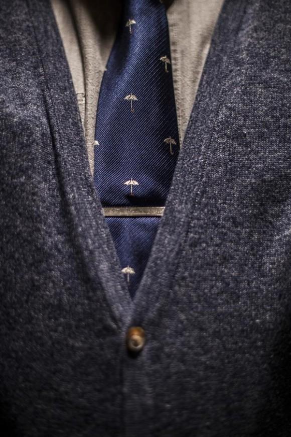 Umbrella print tie & dark grey cardigan