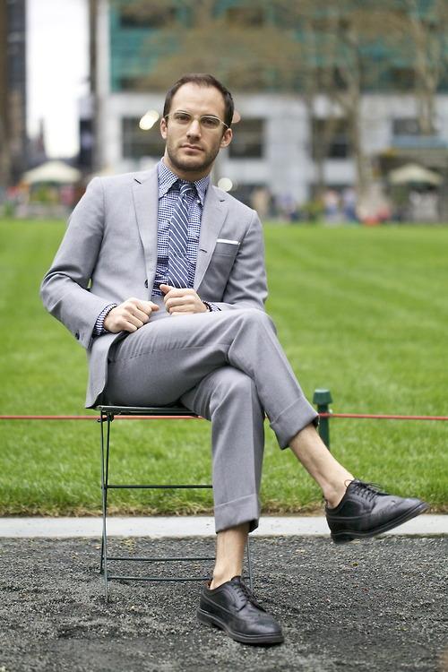Grey suit sockless brogues smart Gabriel Zeller