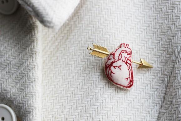 Human heart gold arrow brooch 1