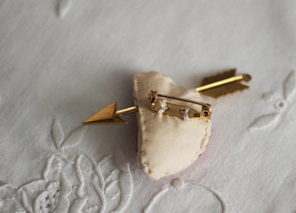 Human heart gold arrow brooch 2