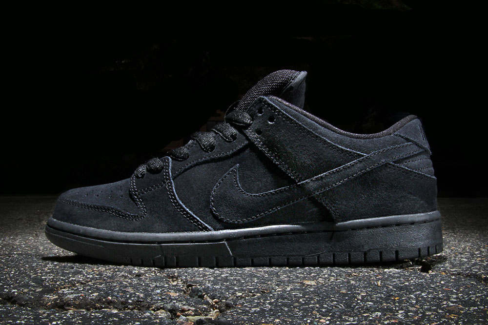 39 all black 39 nike sb dunk low pro soletopia. Black Bedroom Furniture Sets. Home Design Ideas