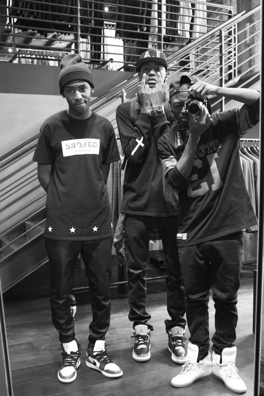 Nike's & Streetwear   SOLETOPIA