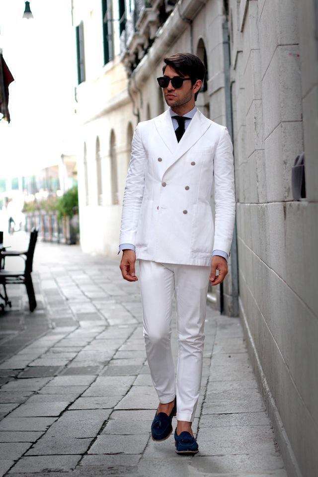 Venezia Tadzio white suit blue loafers