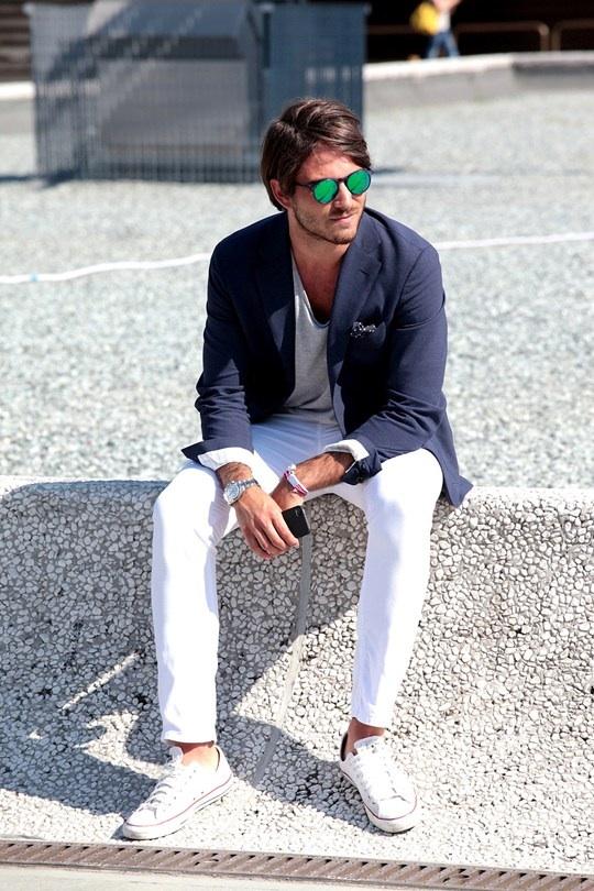 Casual blazer look chucks white chino