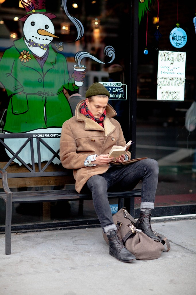 Winter Reads #streetstyle beanie, shearling beige & lace-up black boots