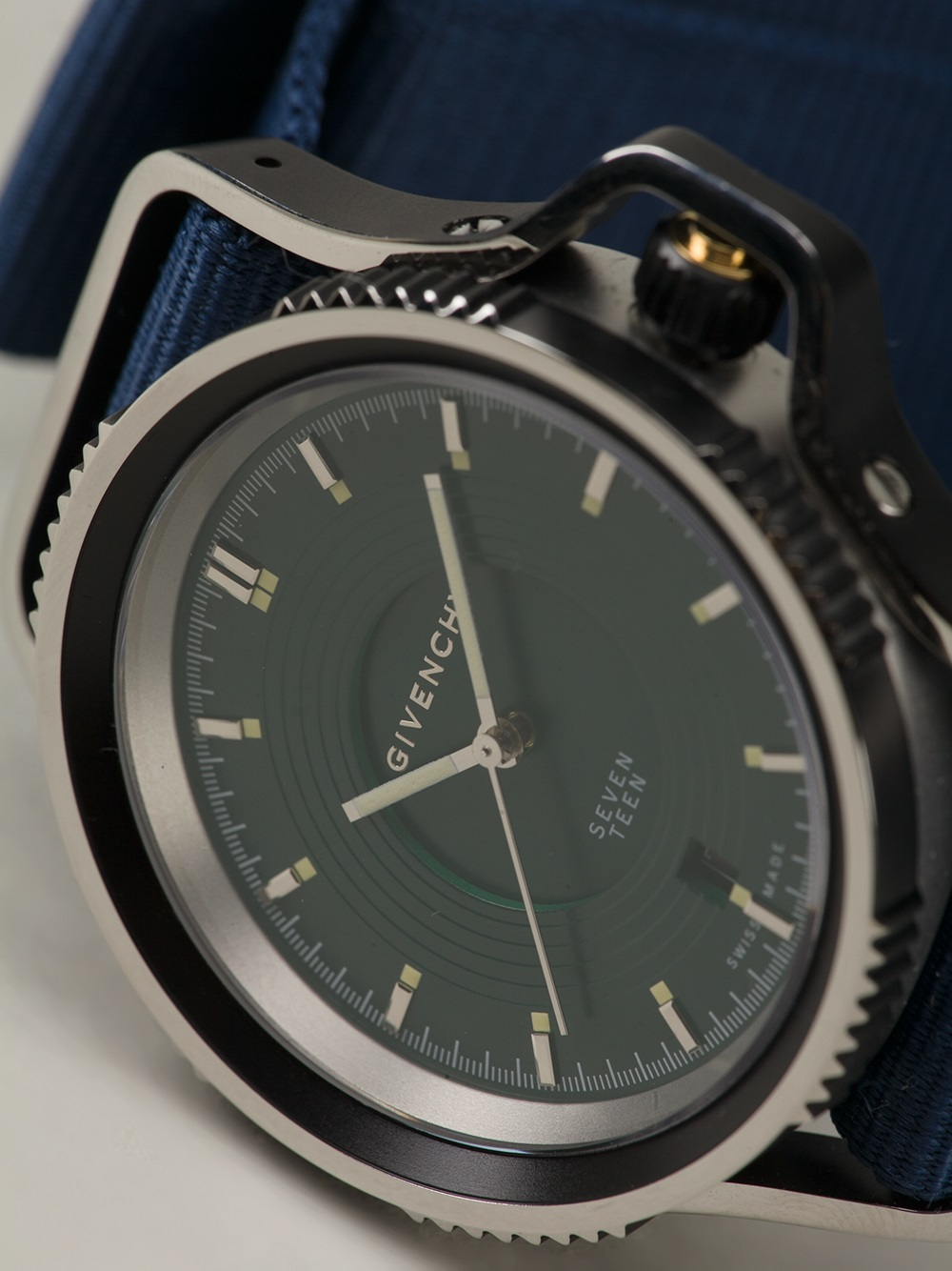 Seventeen Watch Givenchy 3