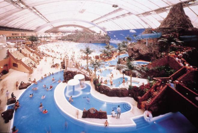 Japan's Super Terrific Indoor Beach 6