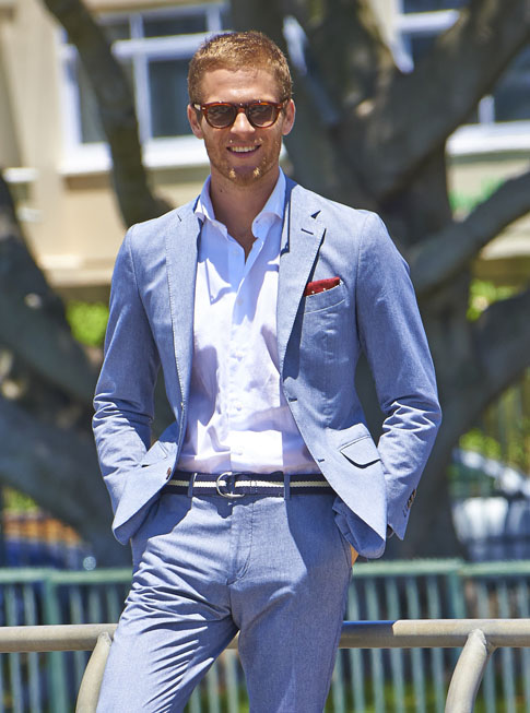 Refined Summer Look, blue suit x woven belt