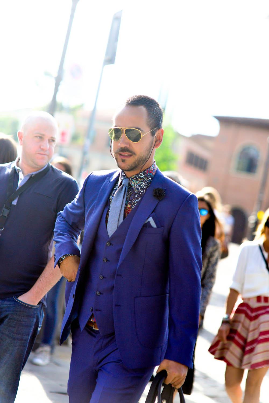 Multicolor Paisley Shirt × Blue 3p Suit streetstyle