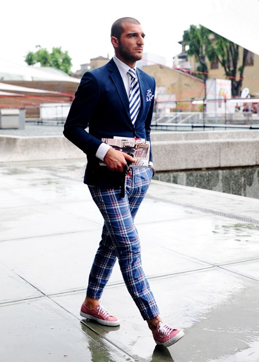 navy-blazer-striped-tie-plaid-pants-sneakers