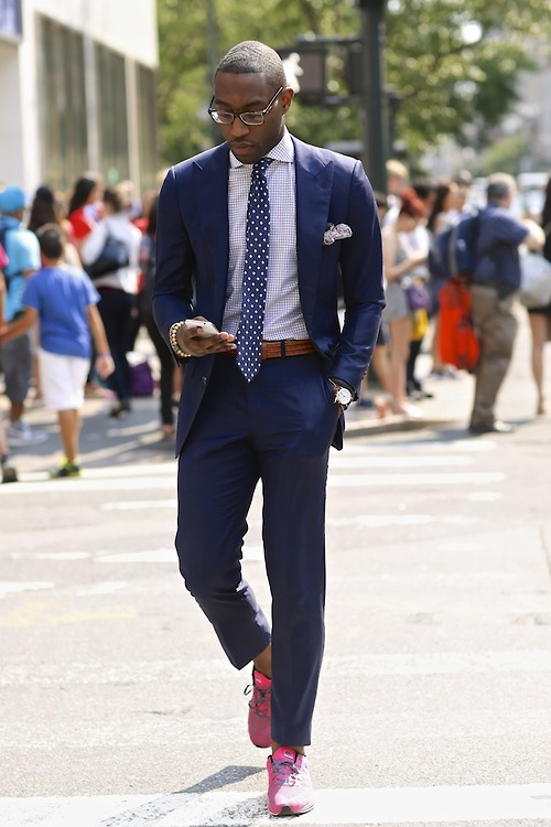 Suit & Sneakers streetstyle, sophisticated casual