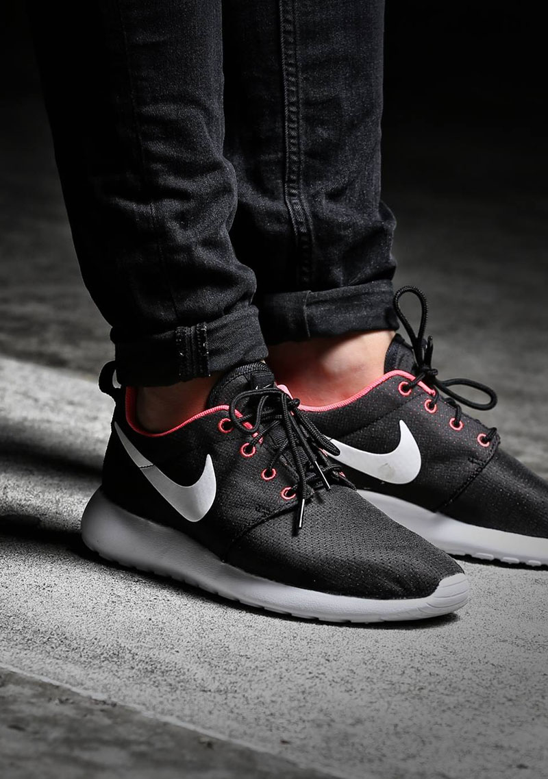 Nike Roshe Run in Black