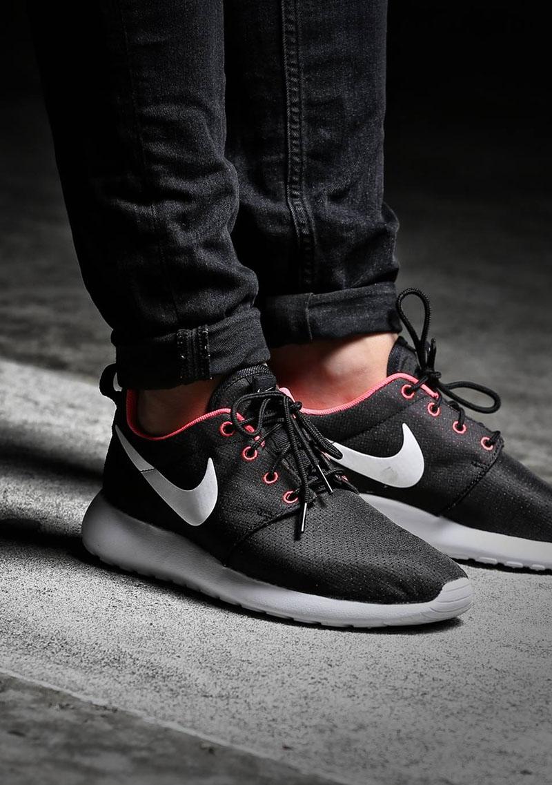 Nike Roshe Run in Black