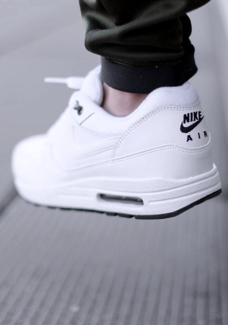 07 Nike Dunks Nike Roshe Run Mens Size 7  50b0d0da1