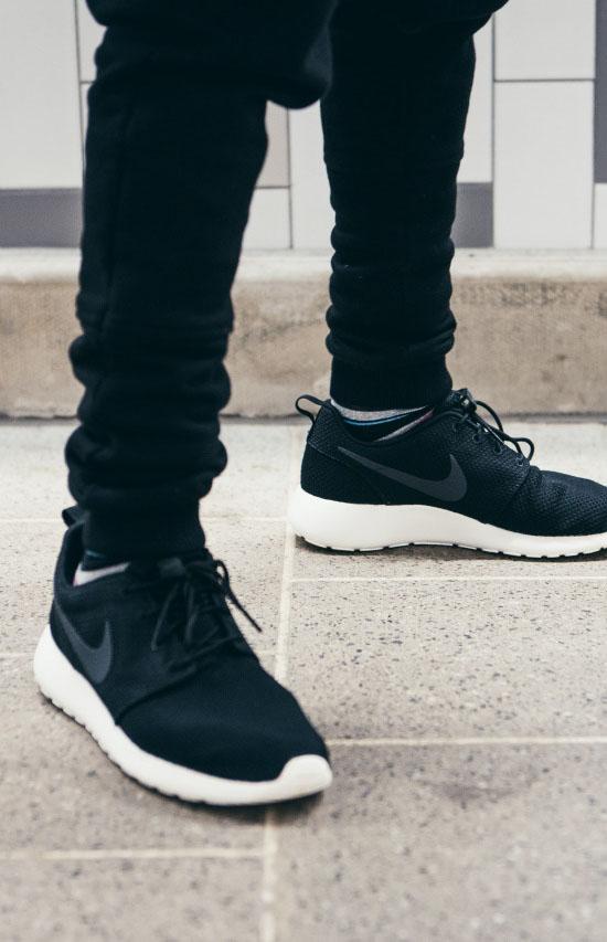 NIKE Roshe Run × Black Trousers #streetwear #mensfashion #sneakers