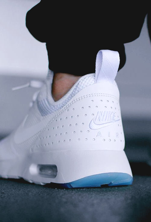 Icy white. #airmax #tavas #sneakers