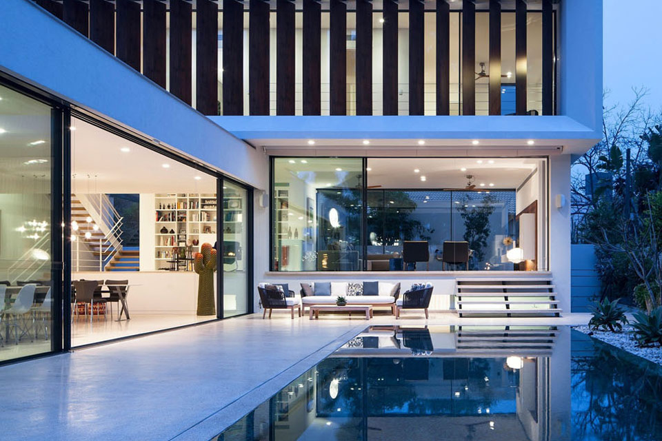 4 800 Square Foot L Shaped Luxury Home 12 Photos Soletopia