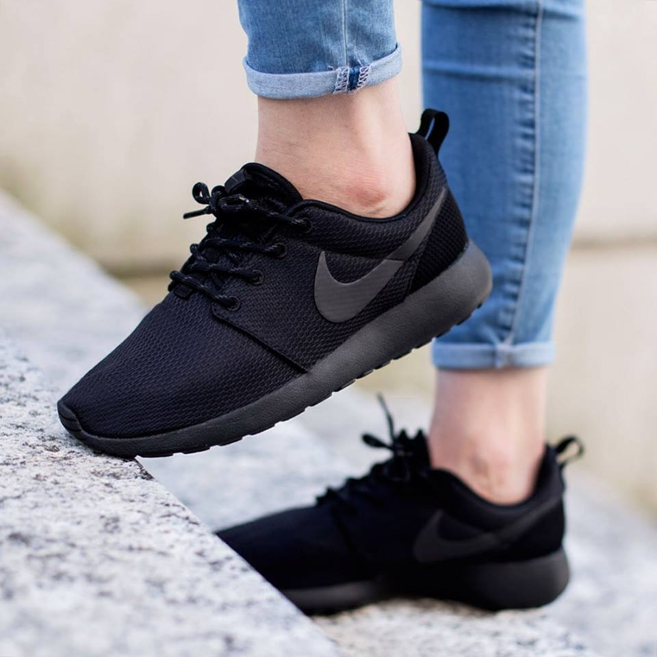 NIKE WMNS Roshe One Black | SOLETOPIA