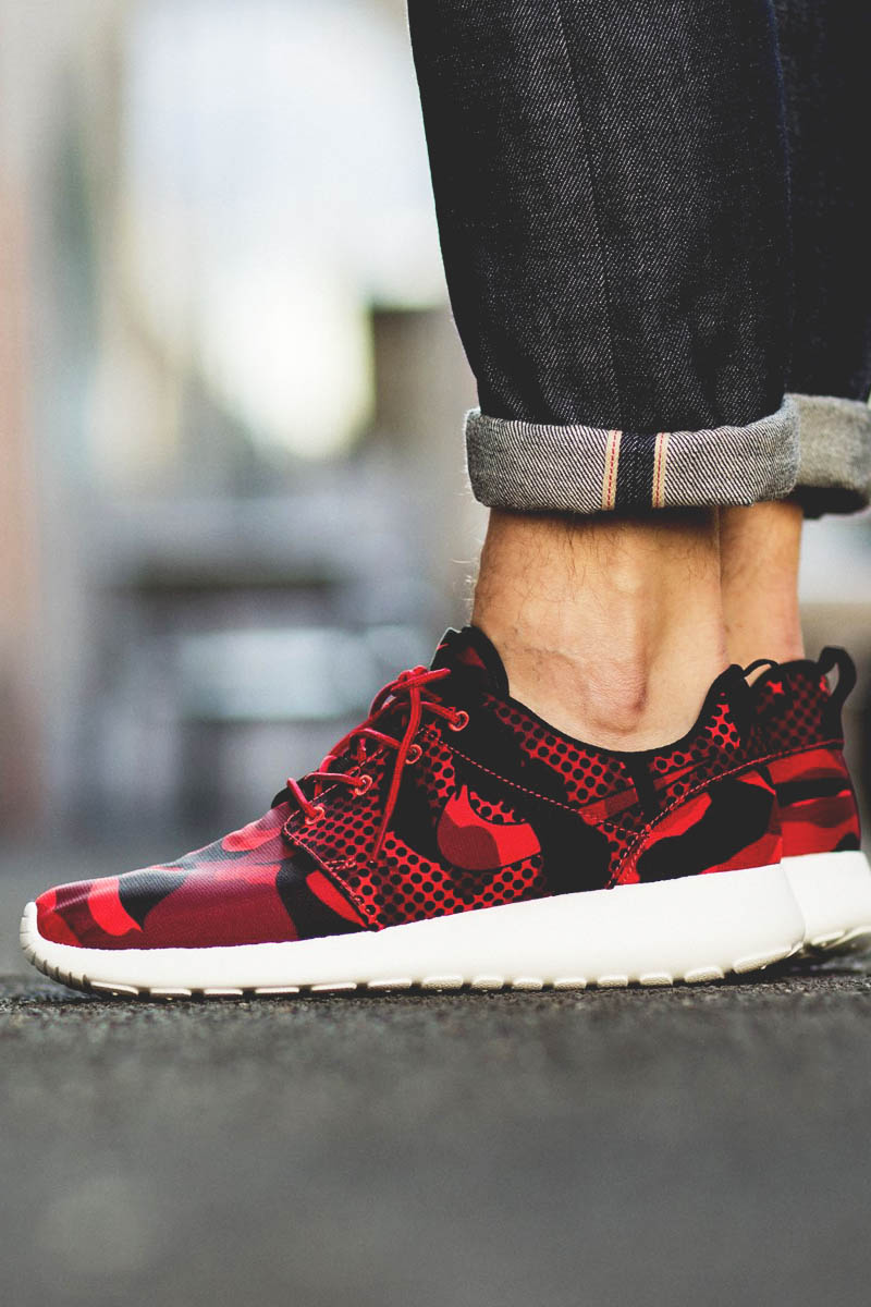 Dark red camo print accompanied by dotted mesh print. NIKE Roshe One.