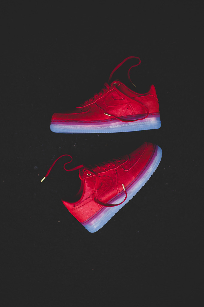 NIKE Air Force One Lux lowtop in university red. Featuring an ice sole.