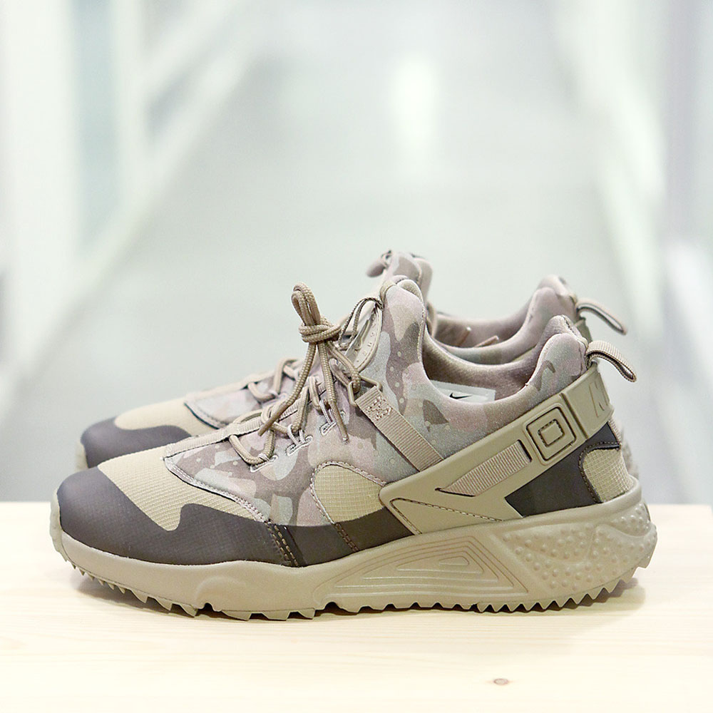 brand new 19c69 d4efb Another Huarache Utility sneaker, this time with khaki camo uppers. Very  military-esque