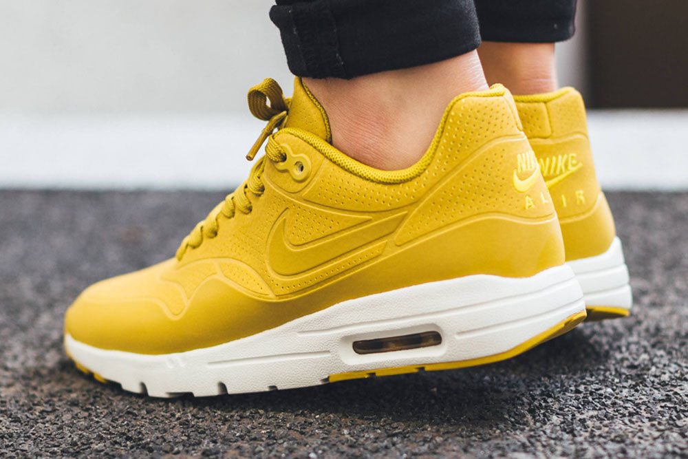 official photos 9e33d be54e  Nike  AirMax  Thea  citron