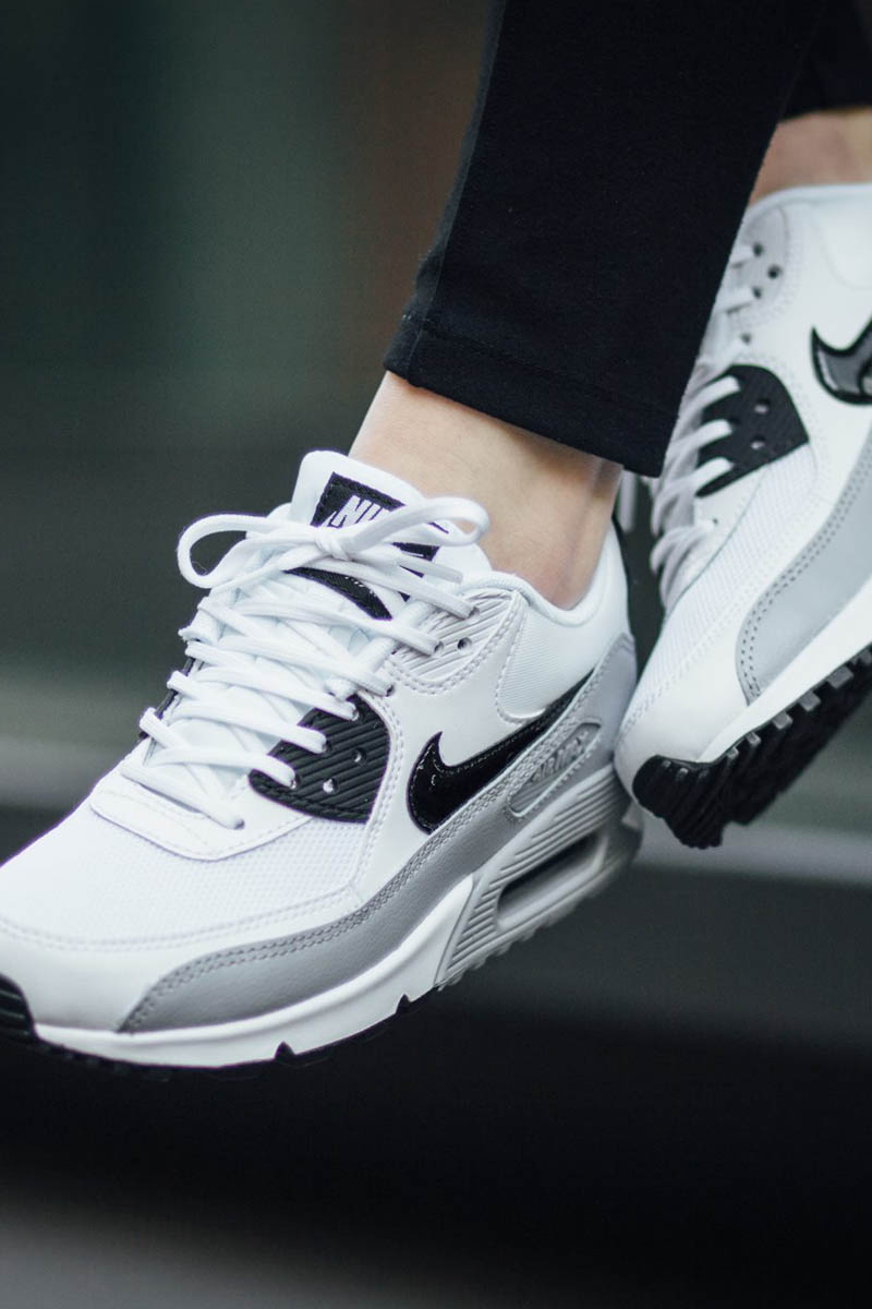 nike air max 90 essential white wolf grey black. Black Bedroom Furniture Sets. Home Design Ideas