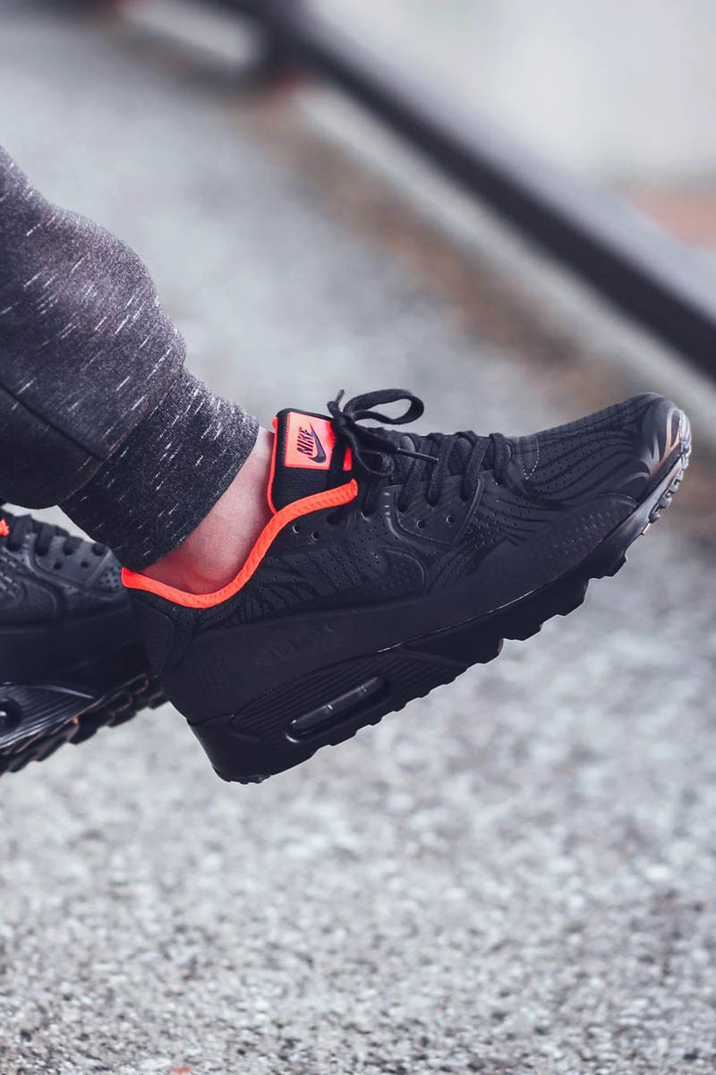 NIKE Air Max 90 Ultra Moire FB Black on Black