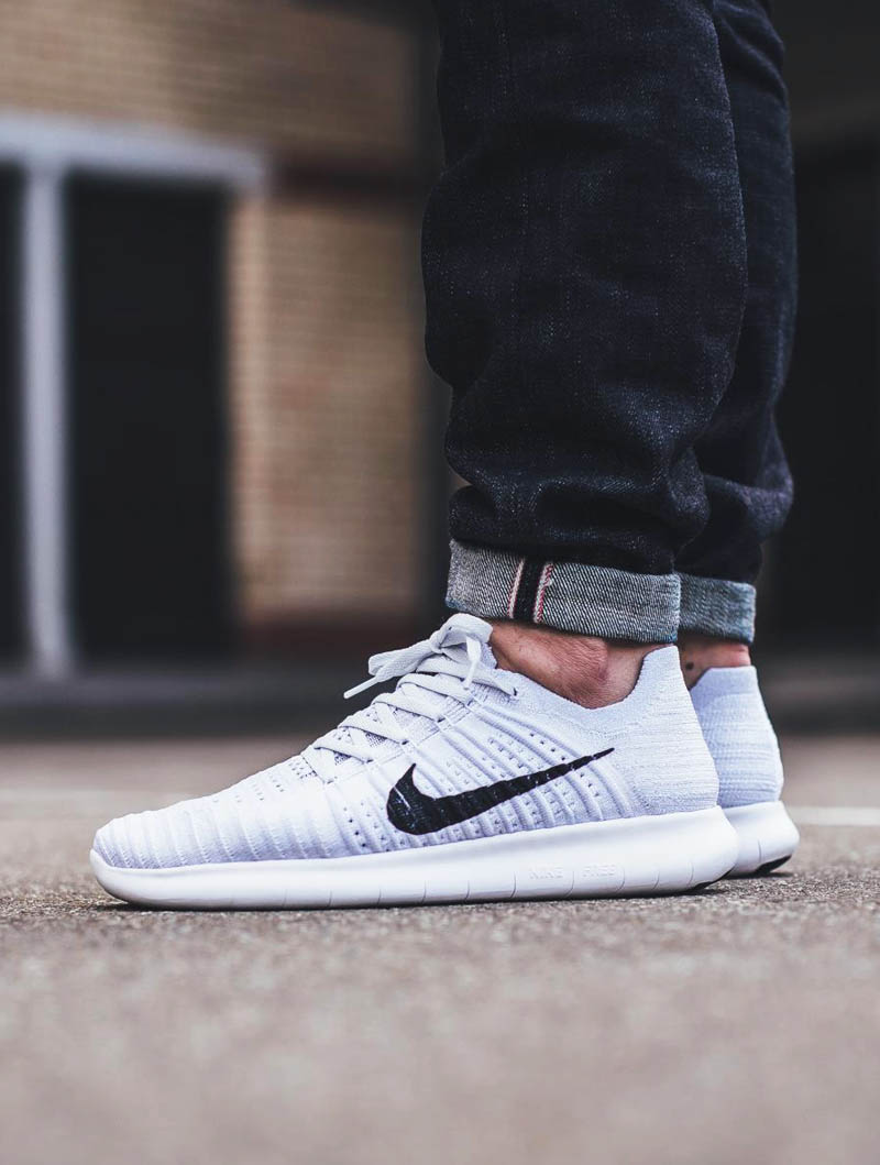 NIKE Free Run Flyknit White × Pure Platinum | SOLETOPIA