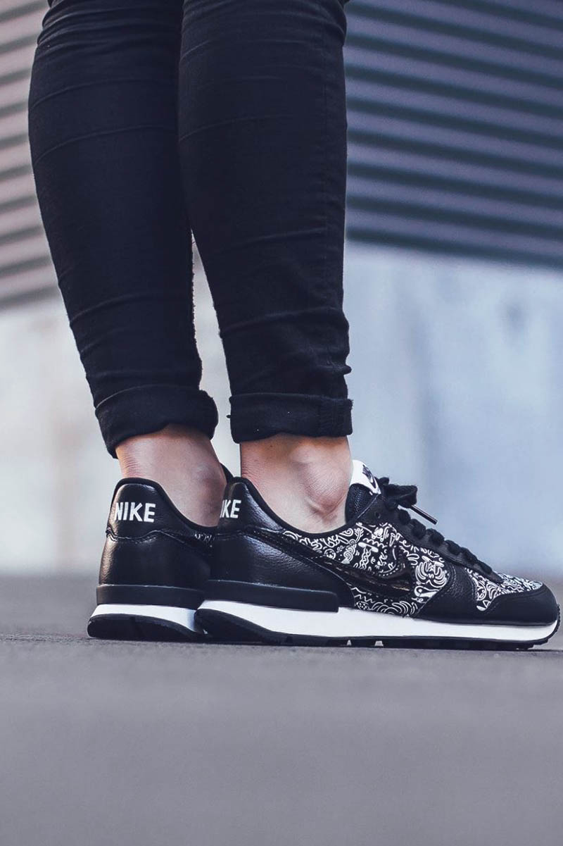 NIKE Internationalist Print for women.
