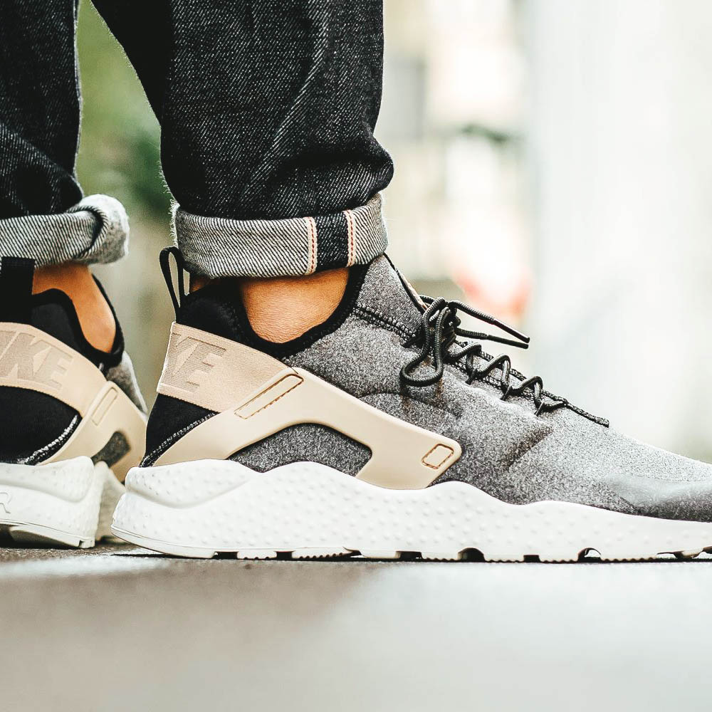 NIKE wmns Huarache Ultra SE in Grey/Black/Beige