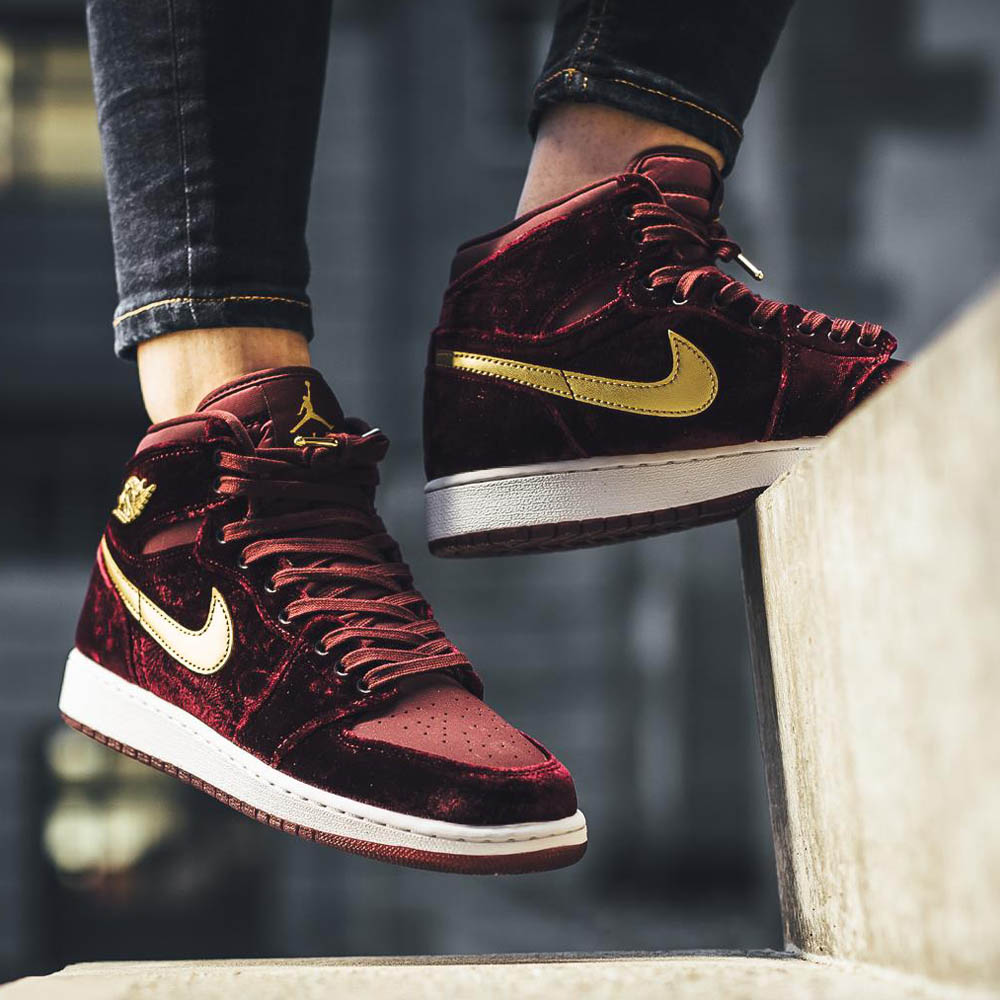 Air Jordan 1 Retro Hi 'Maroon & Gold'