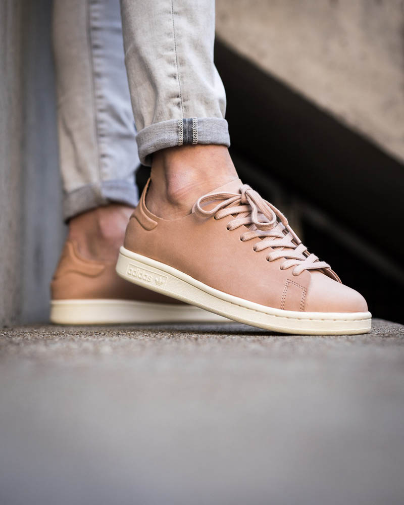 STAN SMITH Goes Nude